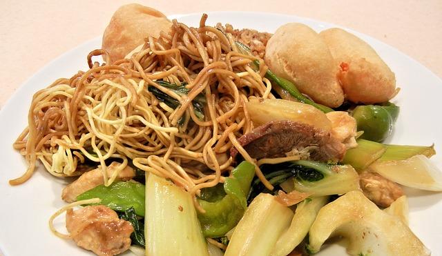 asiatische Essen leckere Mittagessen frische Sushi köstliche warme Gerichte Asia Imbiss
